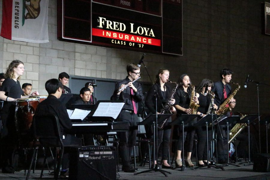 Jazz band performs their fall music.