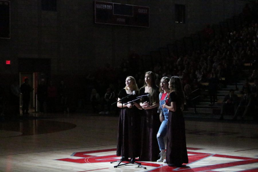 Girls barber shop group(Sarah Schulist, Alyssa Schickling, Lucy O'Hara, and Cammie Martinez). performs at the Showcase.