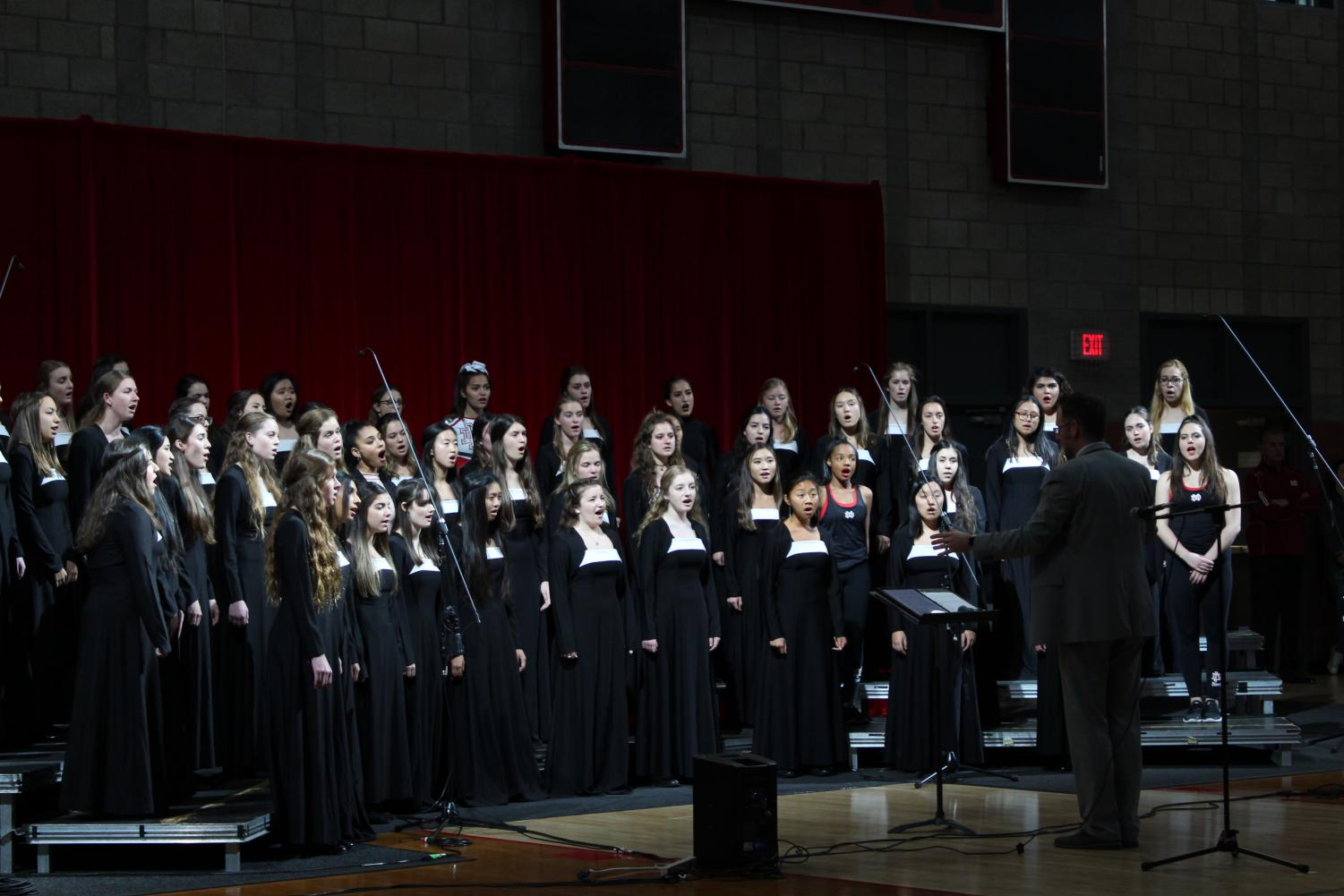 Bel+Canto+performs+their+fall+song+at+the+showcase.+%22It%E2%80%99s+kind+of+like+an+ethereal+feeling%2C%22+senior+Angelina+Phu+said.+%22It%27s+like+you%27re+up+there+%5Bwith%5D+the+lights+and+everything+that+you%E2%80%99ve+worked+on+from+rehearsals%2C+to+practicing+at+home+to+practicing+with+your+friends+and+every+single+hour+of+it+culminates+up+to+this+moment+and+honestly+it+is+breathtaking.+And+kind+of+just+lose+yourself+in+the+moment.%E2%80%9D