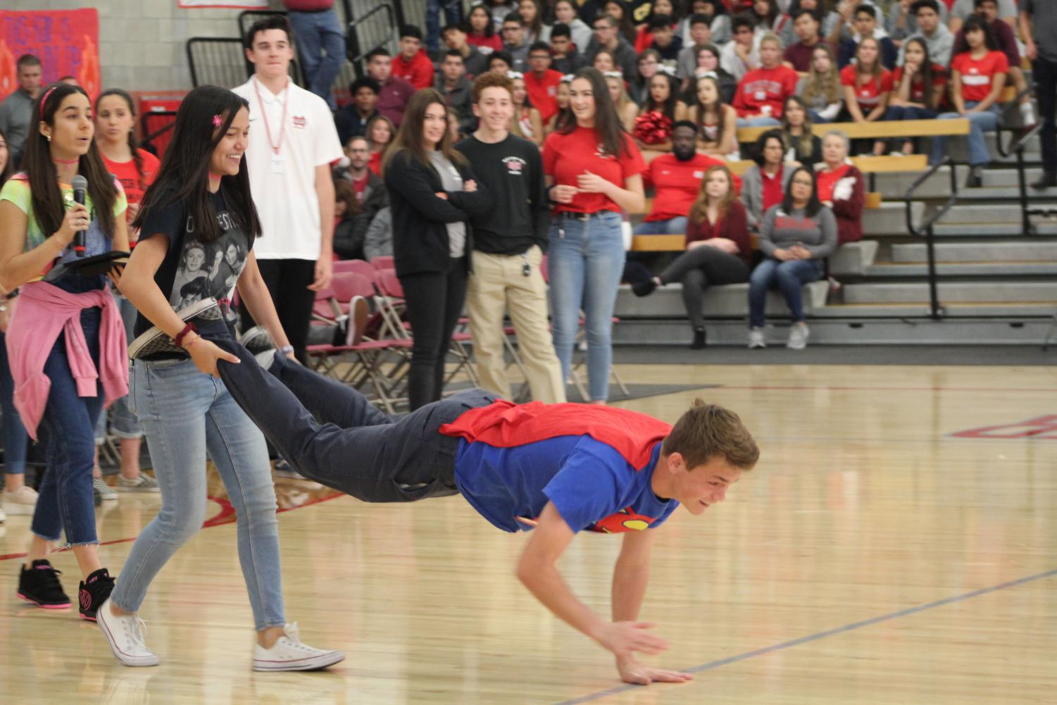 TEAM+PLAYERS%3A+Juniors+Annemarie+Verkuylen+and+Turner+Mills+participate+in+the+wheelbarrow+race+in+the+Spring+Sports+Rally+obstacle+course.+%22I+really+enjoy+engaging+the+student+body+and+watching+them+get+excited+about+games+and+execution%2C%22+Verkuylen+said.
